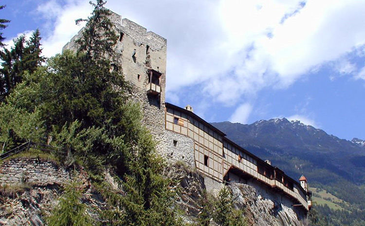 Burg Berneck am Eingang des Kaunertales