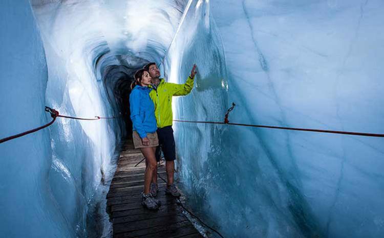 """Familien """"gletschern"""" Begehbare Gletscherspalte"""